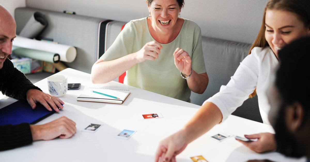 Find en sjov ting, eller lav en baggrund, hvor dine kunder kan tage billeder af hinanden